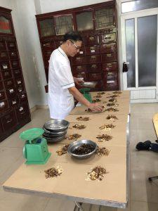 Lương y Nguyễn Hữu Toàn chữa thoát vị màng não tủy