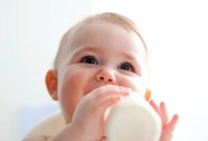 Cho trẻ uống sữa mang lại lợi ích tối đa