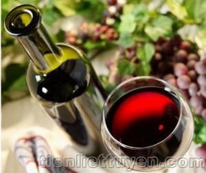 Rượu vang đỏ chìa khóa chữa ung thư tiền liệt tuyến